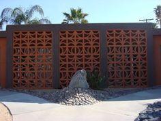 Palm Springs Modern Architecture and the Use of Screen Block Decorative Concrete Blocks, Concrete Block Walls, Cinder Block Walls, Spring Architecture, Architecture Details, Modern Architecture, Grey Interior Design, Exterior Design, Breeze Block Wall
