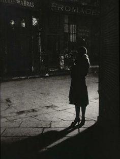 «Per me la fotografia deve suggerire, non insistere o spiegare.» (Brassaï)