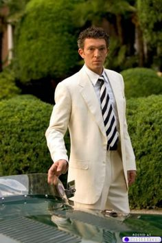 Vincent Cassel, curly hair done right. Vincent Cassel, Sharp Dressed Man, Well Dressed Men, Fashion Mode, Mens Fashion, Classy Fashion, Style Fashion, Linen Suit, Summer Suits