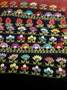 Various motifs of 'iğne oyası' (Turkish needle lace). Crochet Borders, Crochet Motif, Crochet Flowers, Yarn Crafts, Diy And Crafts, Hand Embroidery, Embroidery Designs, Bordados E Cia, Lace
