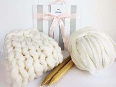 This Super Chunky Merino Wool Knitting Kit includes: 3 lbs of 100% Australian Merino wool for a blanket 25x30 inches, giant wooden needles and instructions how to make a blanket The Kit comes in a bea