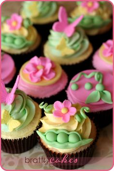 Love the colors of these baby shower cupcakes.