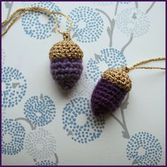Finurlige finesser, crocheted acorns with gold on top Christmas Time, Christmas Crafts, Christmas Decorations, Christmas Ornaments, Crochet Crafts, Crochet Projects, Knit Crochet, Crochet Ideas, Holiday Crochet Patterns