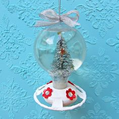 Turn a dollar store hummingbird feeder into a cute snowglobe decoration! Love me some dollar store crafts!