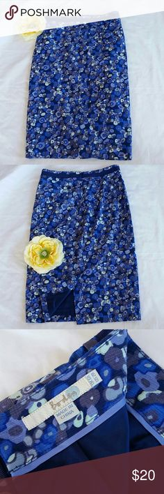 Boden Pencil Skirt Size US 2R UK 6R Boden pencil skirt with a mod floral design in Blues, Purples and Cream. Fully lined. Boden Skirts Pencil