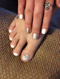 Gold and white nails 2014