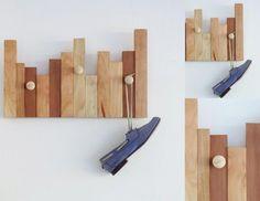 Descripción: Percheros elaborados con listones de madera nativa   (Raulí, Mañío, Coihue, lingue) Incluyen colgadores y hay 4 variedades de formas. Medidas: 50 x 30 cm (largo x ancho)