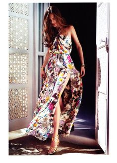 maxi dress with print, really nice for summer. With wavy long hair.