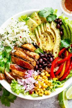 Chicken Burrito Bowl is packed with juicy golden chicken, cilantro lime r. Fajita Chicken Burrito Bowl is packed with juicy golden chicken, cilantro lime r. Fajita Chicken Burrito Bowl is packed with juicy golden chicken, cilantro lime r. Healthy Meal Prep, Healthy Dinner Recipes, Healthy Snacks, Healthy Eating, Cooking Recipes, Clean Food Recipes, Clean Eating Meals, Easy Recipes For Two, Simple Healthy Meals