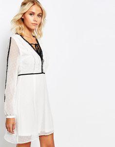 Bild 1 von Fashion Union – Gesmoktes Kleid mit V-Ausschnitt, transparenten Ärmeln und Kontrastborten