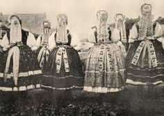 Back of Hungarian peasant dresses. European Costumes, Civil War Fashion, Folk Dance, Ethnic Dress, Folk Costume, My Heritage, Vintage Images, Traditional Outfits, Hungary