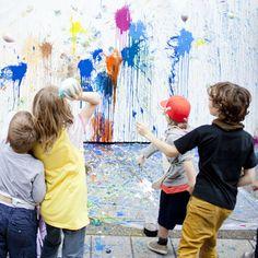 Paint-filled balloons / Œuvre collective avec ballons remplis de peinture   DeSerres