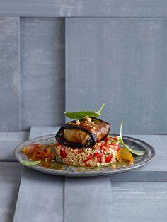 Auberginenröllchen mit Feta auf Bulgur | http://eatsmarter.de/rezepte/auberginenroellchen-mit-feta-auf-bulgur