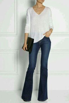 Bell bottom flared jeans with platforms/pumps & simple white top. Casual and very stylish. Accentuates the legs and introduces slight curves. Jean Outfits, Fall Outfits, Casual Outfits, Cute Outfits, Flare Jeans Outfit, Outfits With Bootcut Jeans, High Rise Bootcut Jeans, High Jeans, Skinny Jeans