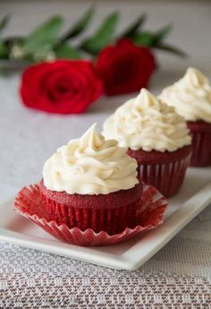 Delicisously moist and smooth red velvet cupcakes with buttery soft crumbs topped with sweet and tangy cream cheese frosting. These are cupcakes to die for! Gourmet Cupcakes, Cupcake Recipes, Baking Recipes, Cupcake Cakes, Dessert Recipes, Kahlua Cupcakes, Mocha Cupcakes, Strawberry Cupcakes, Vanilla Cupcakes