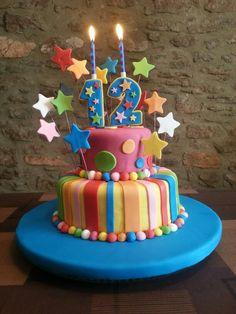 Pastís aniversari decorat amb fondant