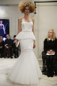 Vestido de novia peplum más corte sirena y tul... algo difícil de lucir por cualquier mujer · Badgley Mischka (FW 2014) #weddingdresses #NYBW