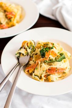 Fettuccine with Ricotta and Zucchini - Super easy and a great way to use up that zucchini!