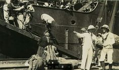 TARİH: 9 EYLÜL 1922  BELKİ DE İLK KEZ GÖRECEĞİNİZ ÇOK ÖZEL FOTOĞRAFLARLA  İŞTE O GÜN !   YUNAN İŞGALİNİN SONU GELMİŞ, ANADOLU'DA YAŞAYAN ÇOĞUNLUĞU RUM OLMAK ÜZERE YABANCI TEBAALI GAYRİ MÜSLÜM HALK, YUNAN ASKERİNİN KAÇARKEN YAKIP YAĞMALAYARAK ADETA TAŞ ÜSTÜNDE TAŞ BIRAKMADIĞI İZMİR'DEN İŞTE BÖYLE KAÇMAYA BAŞLADI...
