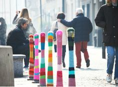 yarn bombing / guerrilla crochet / knitting hacker http://restreet.altervista.org/guerrilla-knitting-la-street-art-delle-casalinghe/