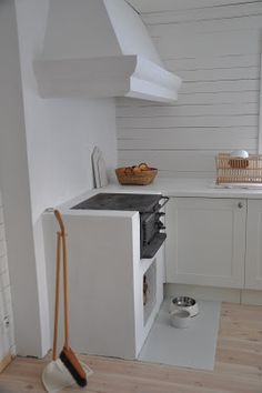 Newly built in Swedish vedspis / wood cooker Mehr Swedish Kitchen, Swedish House, Rustic Kitchen, Kitchen Hoods, Rustic Cottage, Scandinavian Living, Rustic White, Small House Plans, Beautiful Kitchens