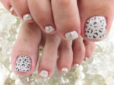 Toe nails. Snow leopard. Cute Toe Nails, Toe Nail Art, Love Nails, Pretty Nails, Pedicure Designs, Toe Nail Designs, Creative Nail Designs, Creative Nails, Colorful Nails