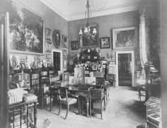The Kings Sitting Room, Buckingham Palace.The painting hanging on the left wall is Florinda by F. Winterhalter (RCIN The painting was purchased by Queen Victoria for Prince Albert, and was originally hung at Osborne House, on the Isle of Wight. Buckingham Palace Floor Plan, King Edward Vii, Good Old Times, Victorian Decor, Vintage Interiors, Isle Of Wight, British Royals, Photo Wall, Rooms