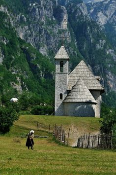 Thethi, Albania. Theth (definite Albanian form: Thethi) is a community in the Shalë municipality, Shkodër District, Shkodër County, northern Albania. The community is at the center of the Theth National Park, an area of outstanding natural beauty.