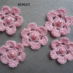 5 fleurs en coton  rose au crochet pour creation . perles