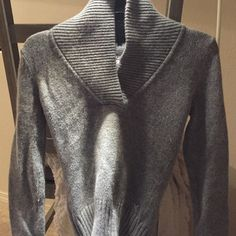 Gray pullover sweater Gray pullover sweater from American Eagle. Size Small. American Eagle Outfitters Sweaters