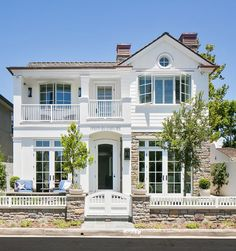 The exterior paint is Dunn Edwards' White DEW380, with the front door painted in Dunn Edwards' Ash Grey DEC751.  Patterson Custom Homes. Brandon Architects, Inc.