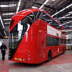 London's Futuristic New Double-Decker Bus designed by Thomas Heatherwick London Transport, Public Transport, Station Wagon, Thomas Heatherwick, Gp F1, Routemaster, Double Decker Bus, New Bus, London Bus