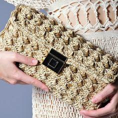 Marvelous Crochet A Shell Stitch Purse Bag Ideas. Wonderful Crochet A Shell Stitch Purse Bag Ideas. Crochet Clutch Bags, Bag Crochet, Crochet World, Crochet Handbags, Crochet Purses, Crochet Designs, Crochet Patterns, Pinterest Crochet, Tapestry Crochet