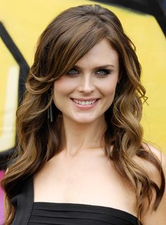 Emily Deschanel, people don't give her enough credit. She is just as pretty, if not prettier, than her sister.----Love this make-up and hairstyle!!!!!