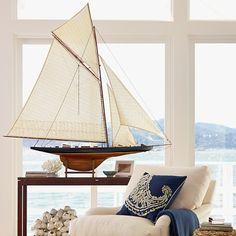 HOME DECOR – COASTAL STYLE – Sailboat Racer Model