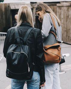fwspectator:  collagevintage:  Todas las respuestas a vuestras dudas sobre los entresijos de las Semanas de la Moda hoy en #collagevintage.com @collagevintage2  (en London, United Kingdom)   Fashion Week Spectator   daily street style