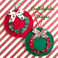 Christmas Buttons, Kids Christmas Ornaments, Handmade Christmas Decorations, Christmas Sewing, Handmade Ornaments, Felt Ornaments, Christmas Projects, Christmas Wreaths, Christmas Crafts
