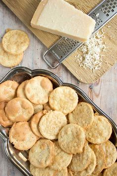 These Paleo almond crackers are great with dips and the perfect accompaniment to a cheeseboard (or a glass of wine). They are gluten free, low carb and use only 4 basic ingredients! Paleo Recipes, Low Carb Recipes, Cooking Recipes, Cooking 101, Bread Recipes, Low Carb Bread, Low Carb Keto, Paleo Bread, Paleo Baking