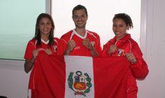 Equipo de Taekwondo con Julissa Diez Canseco y Peter López.