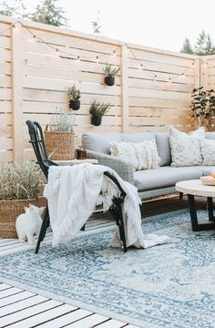 Deck Makeover [Before +After] – Jessica Sara Morris - Terrasse Resin Patio Furniture, Diy Garden Furniture, Furniture Legs, Barbie Furniture, Furniture Design, Wooden Furniture, Furniture Makeover, Antique Furniture, Best Outdoor Furniture