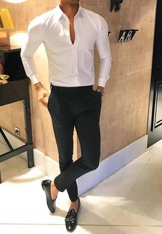 Man dressing style, wedding photography poses, dress for success, bracelets Mens Fashion Wear, Suit Fashion, Work Fashion, Style Fashion, Mode Man, Formal Men Outfit, Stylish Mens Outfits, Simple Outfits, Moda Retro