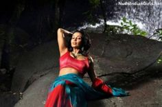 Asha Saini posing in tight blouse showing cleavage saree and armpits