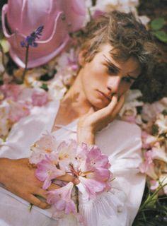 Vogue Italia August 2007 | Dream and Magic | Tim Walker Beauty Dish, Portrait Photography, Fashion Photography, Photography Flowers, Tim Walker Photography, Photography Names, Spring Photography, Photography Basics, Photography Courses