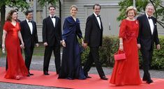 Queen Margrethe's sister's Anne Marie Greek family - From left to right:  Princess Alexia, Mrs. Morales with her husband Carlos Morales; Prince Philippos, the baby of the family; Prince Nikolaos with his wifeTatiana ,  Queen Anne Marie and King Konstantine II.