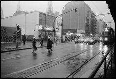 Vor dem S-Bahnhof Schönhauser Allee, 1988