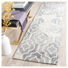 Alyson Accent Rug - Grey / Ivory (2'3 X 8') - Safavieh, Durable