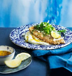 Lättlagad och underbart god fiskrätt. Fröpaneringen gör fisken fint knaprig. Foto Matilda Lindeblad.