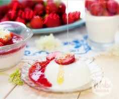 3 konstin mansikka-pannacotta – makuasioita.fi Panna Cotta, Sweet Treats, Ethnic Recipes, Food, Dulce De Leche, Sweets, Candy, Essen, Meals