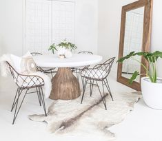 Our St James Dining Table // made from recycled Teak with white resin top. With our hand crafted animal friendly, leather free, 100% wool Cow Rugs by // #vachtvanvilt exclusive to Uniqwa for Australia. We are seriously loving this amazing product and the fact that no animal was harmed!!! 🙌🏼🙌🏼🙌🏼 Pictured here with our Kandulu Dining Chairs and Nature Weathered Mirror. Styling & Photography 📷 #uniqwacollections Cushion by @bandhinidesignhouse