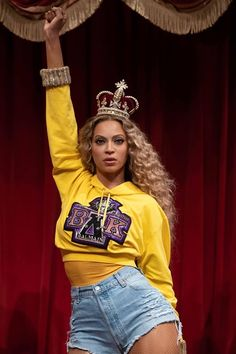 A fierce new waxwork has been unveiled at Madame Tussauds London! Global superstar Beyonce has been given the royal treatment at her new London home, in Madame Tussauds, temporarily replacing the Queen! Beyonce Fans, Beyonce Style, Beyonce And Jay, Beyonce Knowles, Beyonce Family, Madame Tussauds, Tussauds London, Beyonce Pictures, Beyonce Coachella